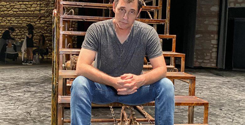 Erdal Beşikçioğlu'ndan ilk online tiyatro prömiyeri: 'Fahrenheit 451'