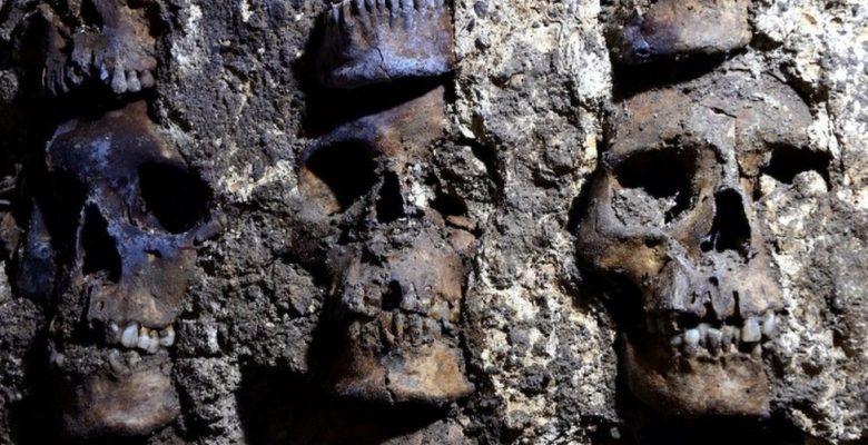 Meksika'da bulunan Aztek kafatası