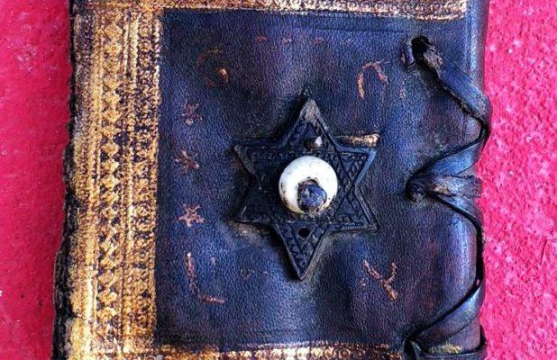 3 bin 500 yıllık altın yazmalı Tevrat ele geçirildi