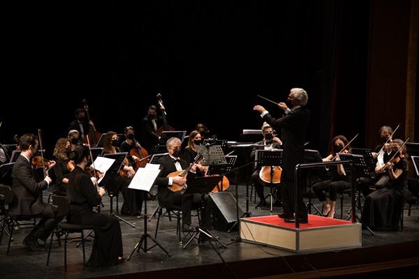 Orkestra şefi Gürer Aykal'ın seyirci özlemi: Gürültünüzü bile özlemişiz