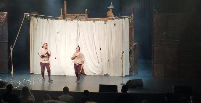 Bir 'Kavuklu Hamlet' sahnede