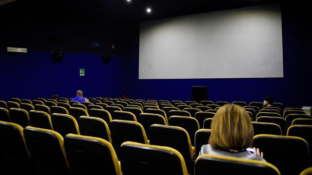 Pandemi nedeniyle salonlar boş kaldı