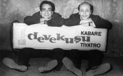 """Metin Akpınar: """"Teknolojiyle TiyatroyuKarmak Lazımdı, Yapamadık"""""""